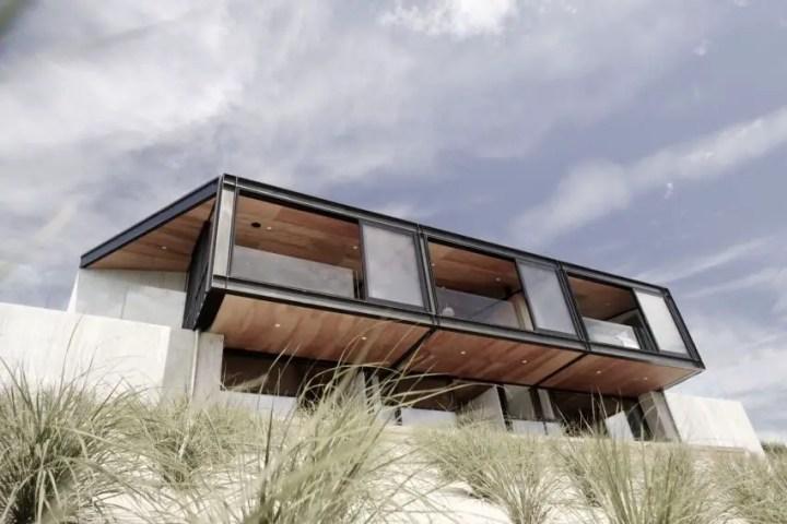 Casa pasiva - ferestrele largi contopesc interioarele cu exterioarele