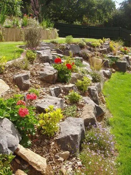 15 Superb Mountain Garden Landscaping Ideas - Houz Buzz on Mountain Backyard Ideas id=85425