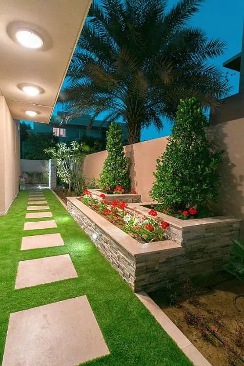 gradini amenajate cu gazon si flori Flower and lawn landscaping ideas 1