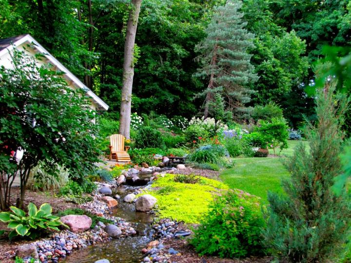 gradini amenajate cu gazon si flori Flower and lawn landscaping ideas 5