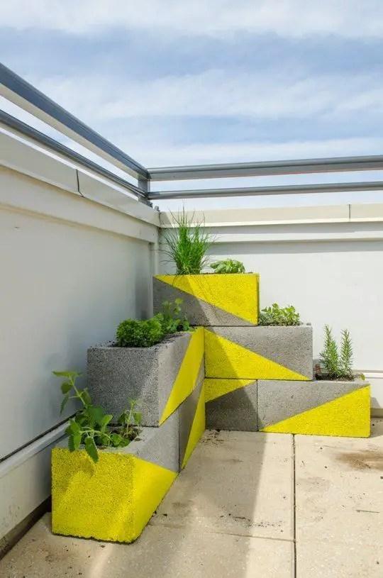 amenajari de gradina cu boltari Cinder block garden uses 12
