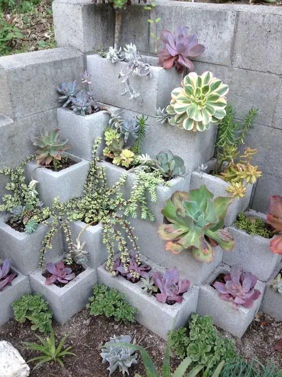 amenajari de gradina cu boltari Cinder block garden uses 2