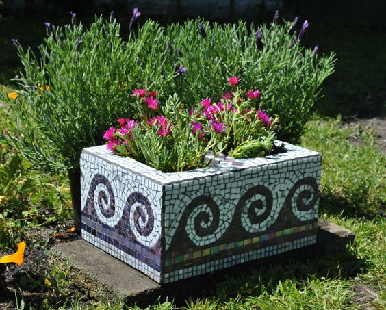amenajari de gradina cu boltari Cinder block garden uses 8