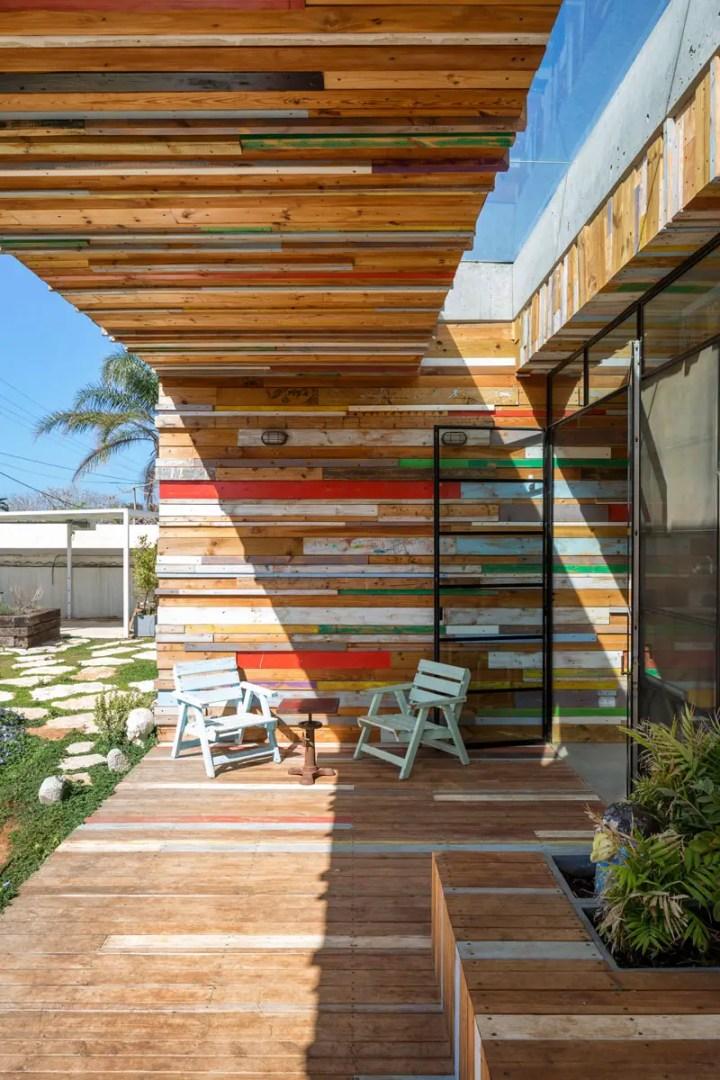 casa cu fatade din lemn refolosit Scrap wood decorated house 4