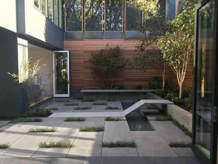 proiecte de case luminoase 2 curte