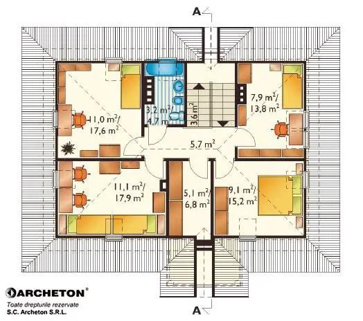 Casa proiectata pe doua niveluri, parter si etaj mansardat, conceputa pe un plan dreptunghiular, dotata cu un garaj pentru o masina. La parter, camera de zi si sufrageria se gasesc in acelasi spatiu, dar totusi separate una de alta. Livingul comunica direct cu gradina din spatele cladirii. La etaj s-a proiectat zona de noapte: patru camere, o baie si un dressing. Acoperisul nu are lucarna, aceste incaperi primesc lumina naturala prin ferestrele de mansarda 3 plan etaj