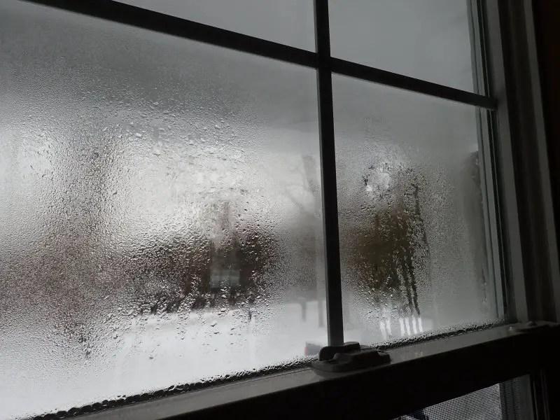de ce se aburesc geamurile