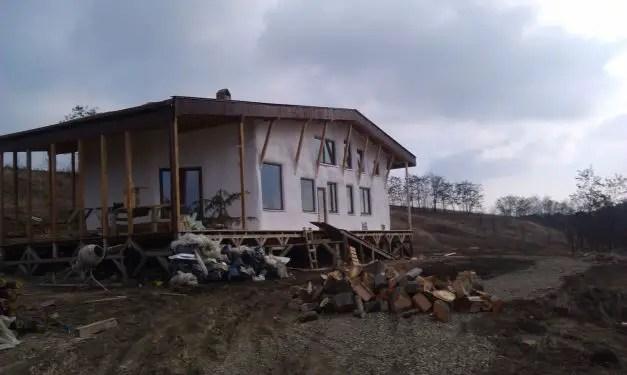 case cu pereti din paie