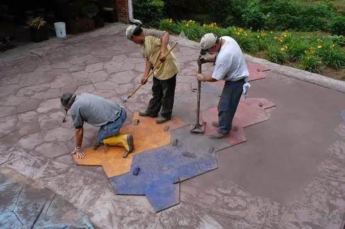 cat costa matritele de beton amprentat