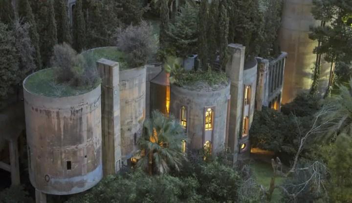 fabrica de ciment transformata in casa