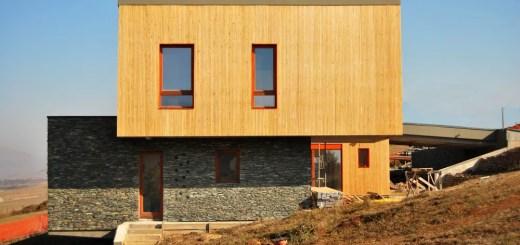 case moderne pentru teren in panta