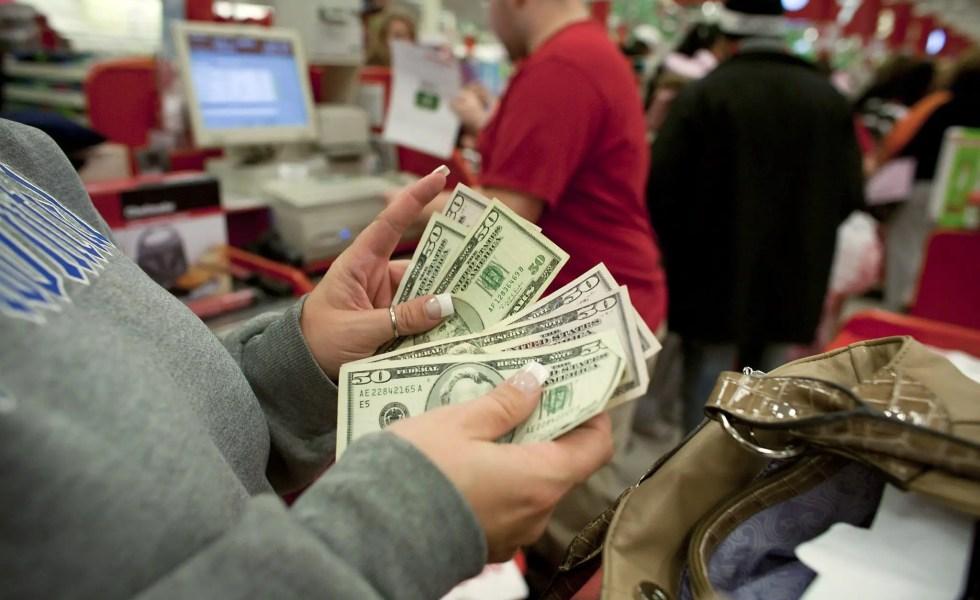 la cumparaturi cu cash sau cu cardul