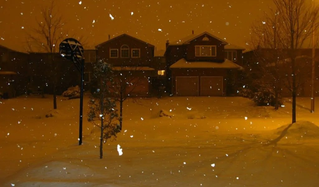 A snowfall in the suburbs of Mississauga
