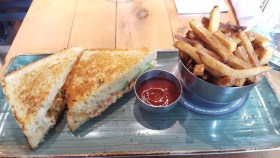The Month That Was... November 22nd - December 26th, 2015 — Lunch with TELUS at Red's — Lobster Grilled Cheese