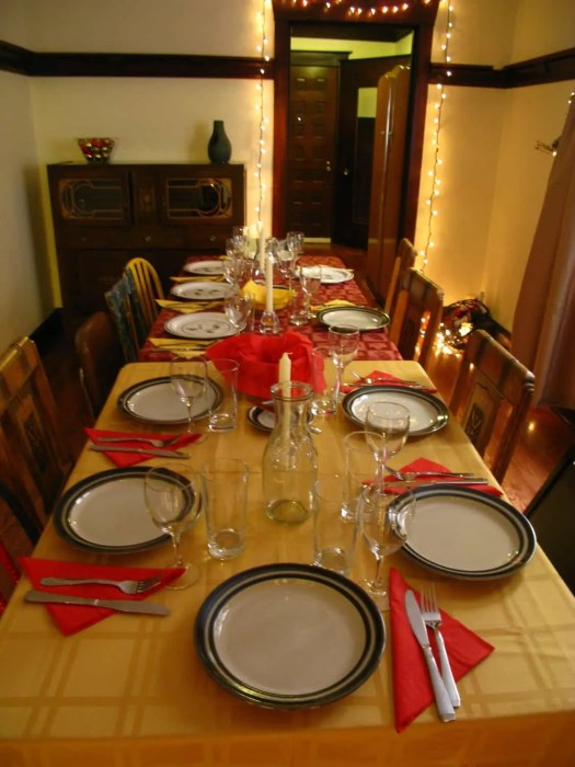 Febreze's 12 Stinks of Christmas — Keep Fresh for the Holidays! — The Christmas Dinner Table at Casa de Palmer
