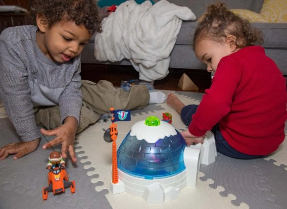 Getting Boredom in Order with the PLAYMOBIL Arctic Expedition Headquarters!—The Boys Exploring the Headquarters