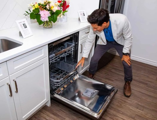 Making Kitchen Chores a BREEZE with the Power of LG!—Rick Campanelli Showing Off the LG QuadWash Steam Dishwasher
