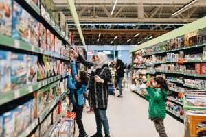 106942152 1631714368704 shopping shop supermarket face mask grocery shopping retail store retail shopping protective mask t20 jL1yGk