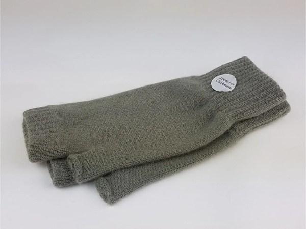 product image of blue grass wrist warmers - cashmereglovesandscarves.co.uk
