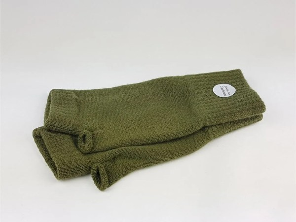 cashmere wrist warmers in loden green product image - cashmereglovesandscarves.co.uk