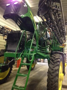 The 4730 sprayer will get new engine oil and all new filters.  John is replacing the cab air filters.