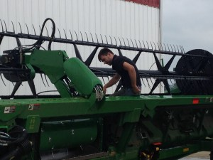 Later in the morning, Nicolas cleans the 640FD platform with the high-pressure washer.