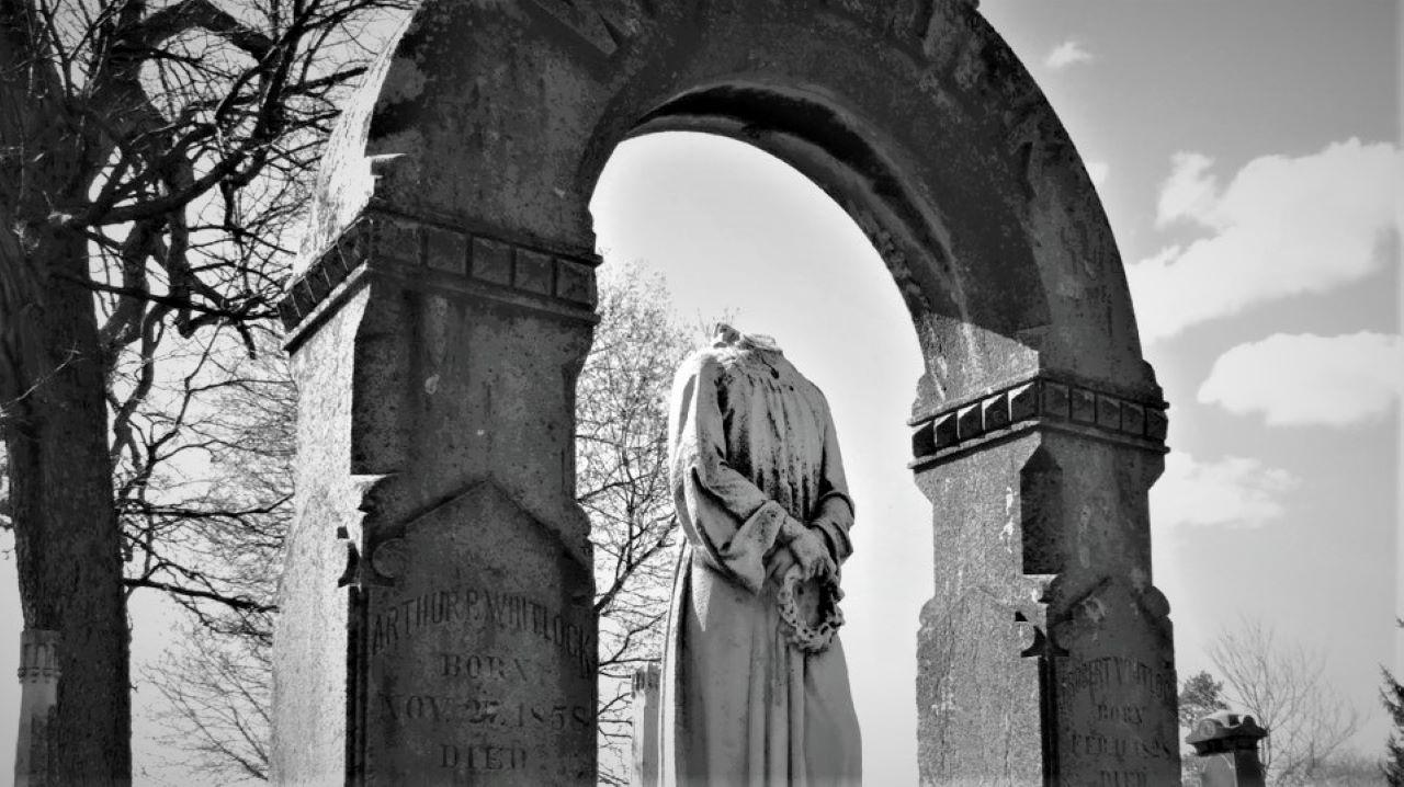 Monumentemicidio_-Casi-literal.jpg