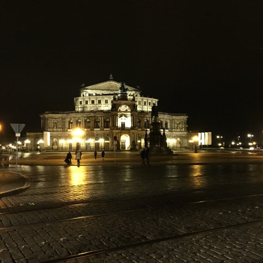 Semperoper abends