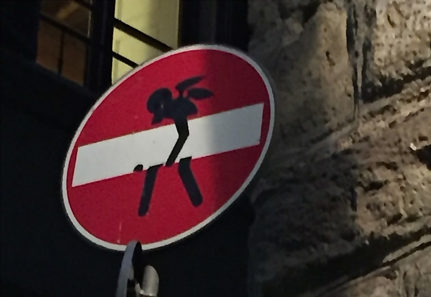 Wenn Engel sich um Einbahnstraßen kümmern, steckt Clet Abraham dahinter (© casowi)