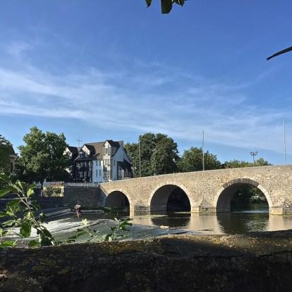 Blick vom Biergarten auf die Alte Lahnbrücke (© casowi)