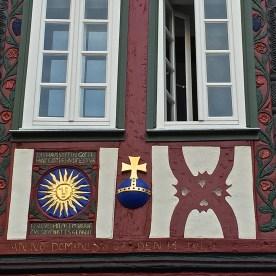 """Das umbenannte Haus: Zunächst hieß es """"Zur Sonne"""", später """"Zum Reichsapfel"""" (© casowi)"""
