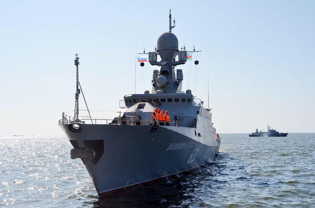 Военные корабли Каспийской флотилии ВМФ России прибыли в Баку