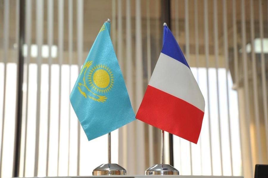 Казахстан и Франция укрепляют военное сотрудничество в Каспийском регионе