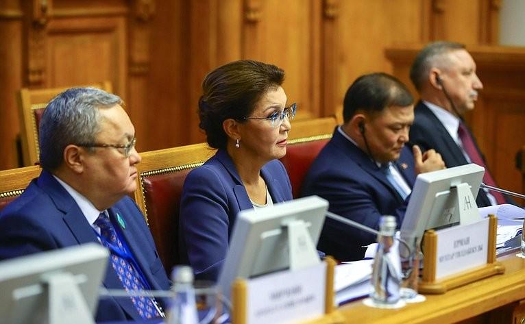 Казахстан и Азербайджан обсудили правовой статус Каспийского моря