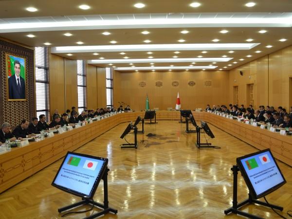 Туркменистан и Япония провели серию деловых переговоров