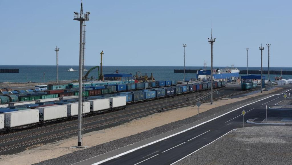 Казахстан намерен увеличить транзитные перевозки на Каспии до 130-140 тыс. контейнеров в год