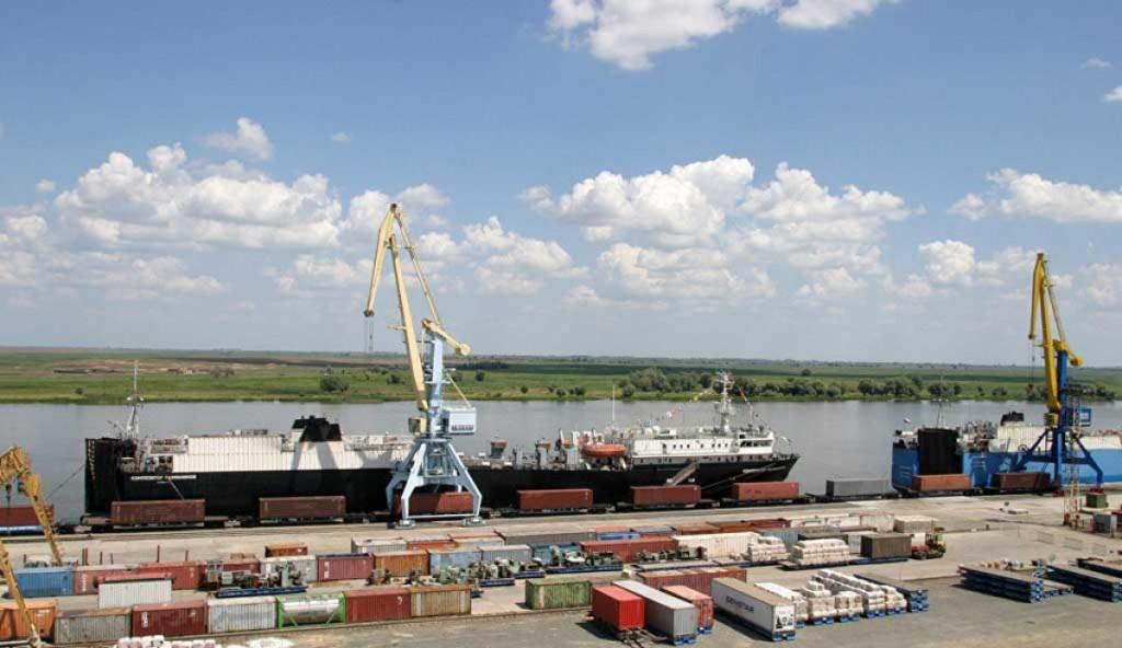 По итогам трёх кварталов 2020 года грузооборот портов Астраханской области вырос на 11,3%