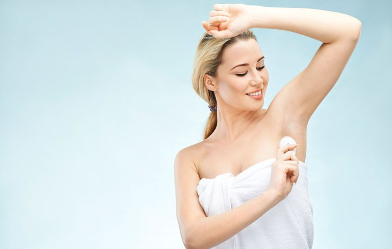 woman using natural deodorant