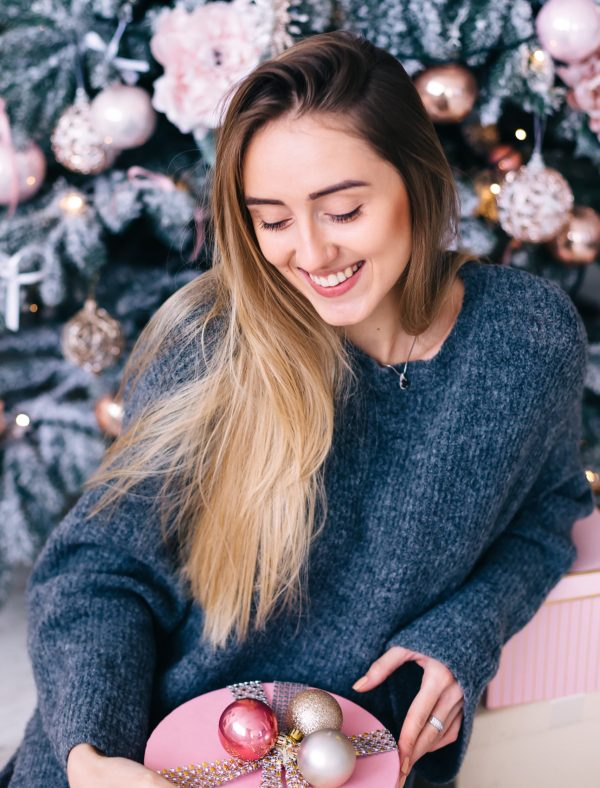 17 Best Gifts for College Girls | Popular Christmas Gifts for College Students Girl