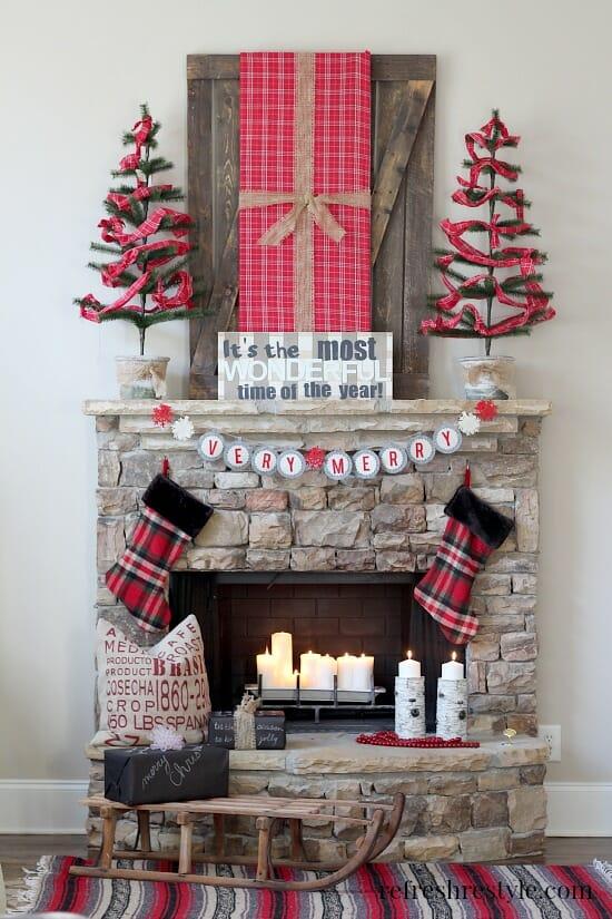 Christmas-Mantel plaid