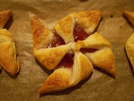 news years eve party recipe star tart with jam filling