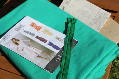 Cassiefairy blog emerald dress making fabric from minerva and vogue pattern