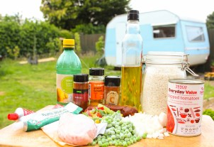Glamping festival ideas - pieday friday recipe for one-pot campfire cooking - Jambalaya-1