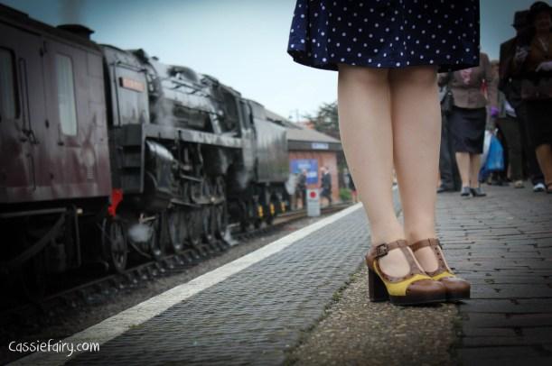 steam railway 40s weekend and vintage fashion-5