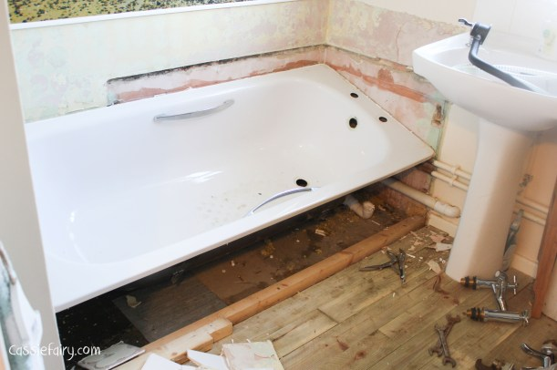 DIY fitting a new bath_-9