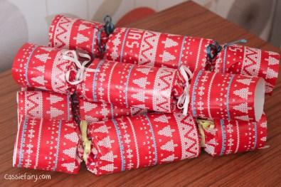 homemade DIY festive crackers for christmas-14