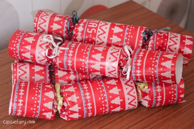 homemade DIY festive crackers for christmas-14
