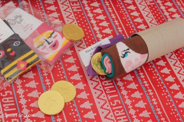 homemade DIY festive crackers for christmas-3