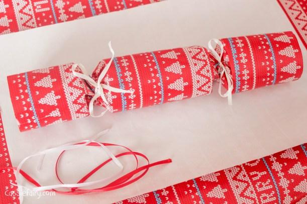 homemade DIY festive crackers for christmas-9