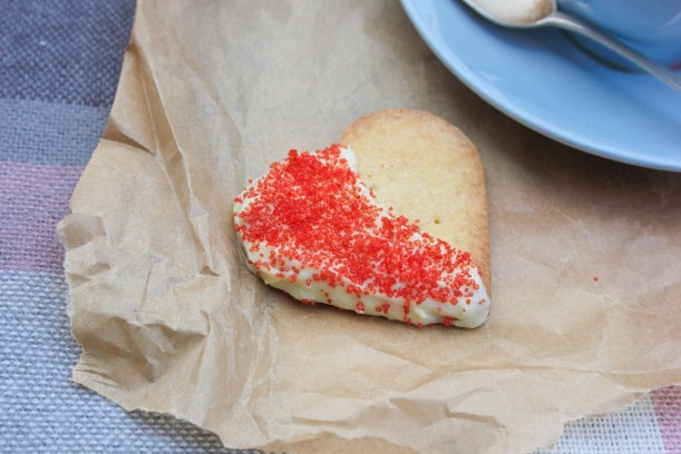 quick easy scottish shortbread biscuit recipe for valentines day or burns night-12